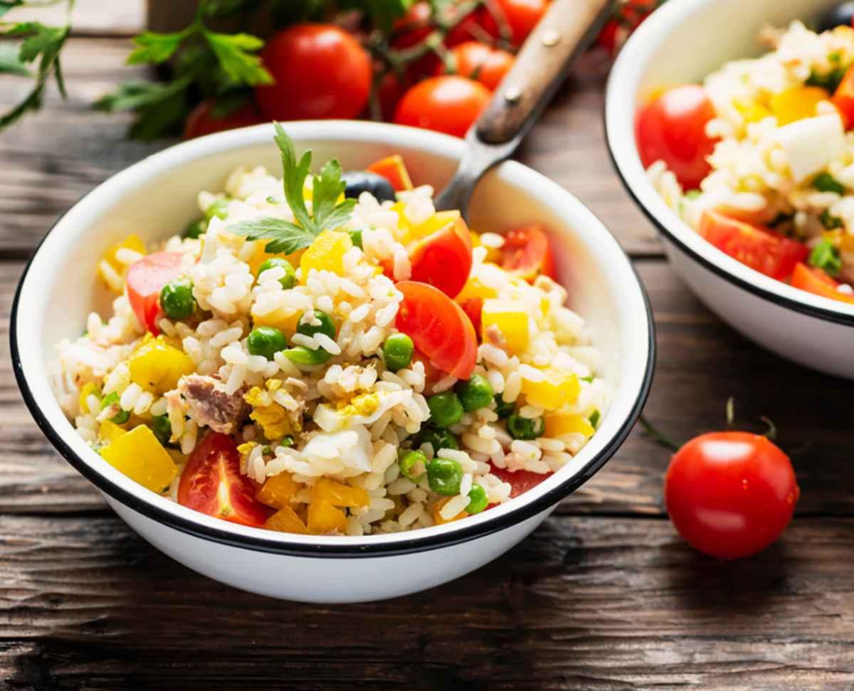 Insalata di riso: la ricetta classica e le varianti sfiziose
