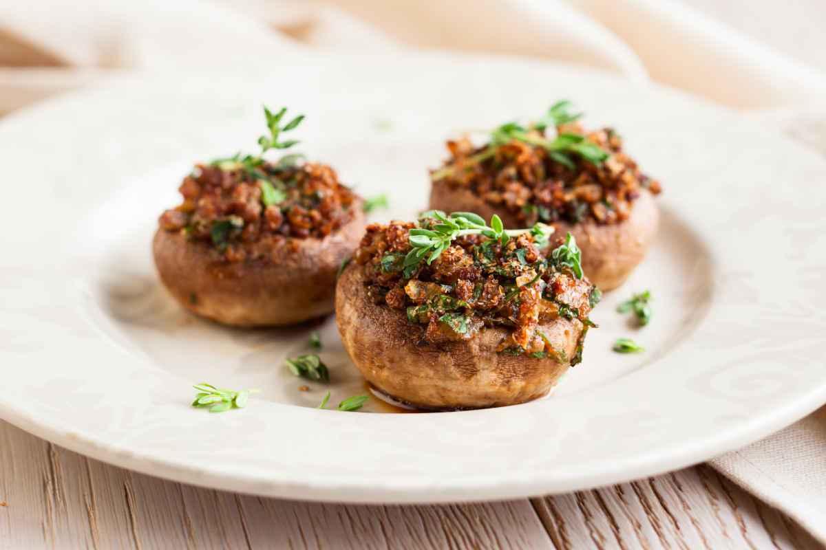 piatto con funghi al forno gratinati
