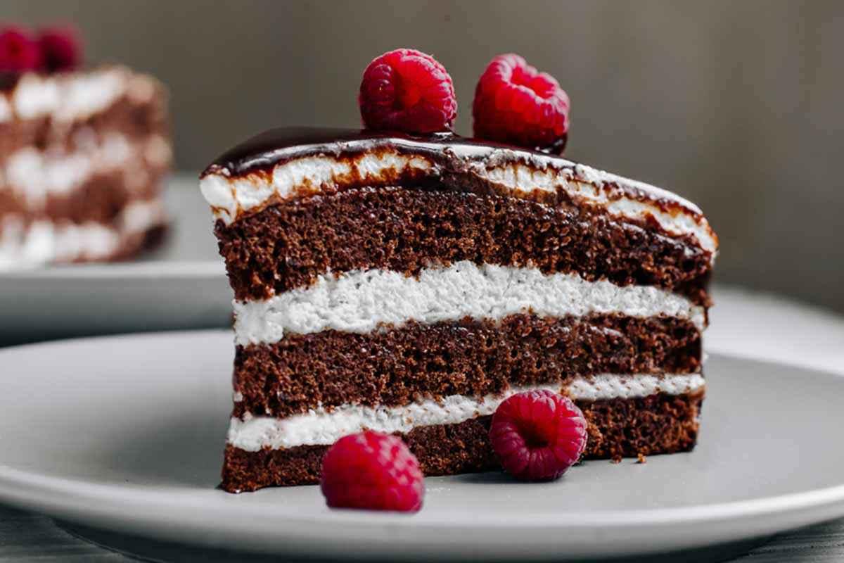 Ricetta Torta Nutella E Panna.Torta Delice Al Cioccolato Farcita Con Panna E Nutella Buttalapasta