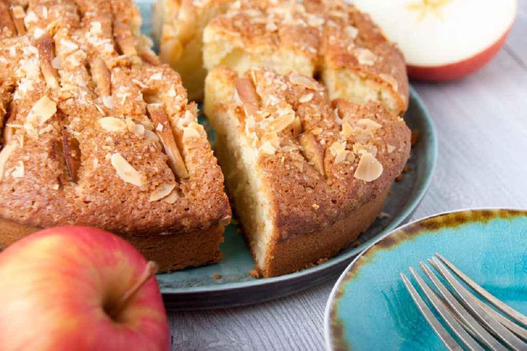 Torta di mele morbida e mandorle