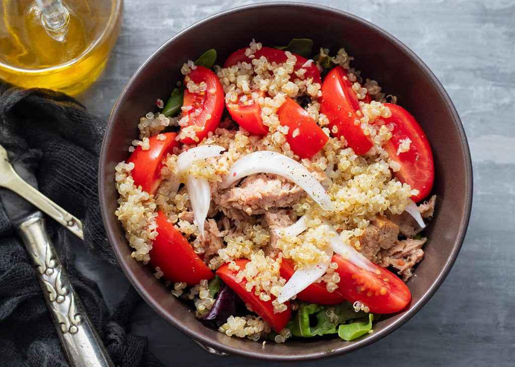 Ricetta Quinoa Con Tonno E Verdure.Insalata Di Quinoa 5 Ricette Facili Fresche E Leggere Buttalapasta