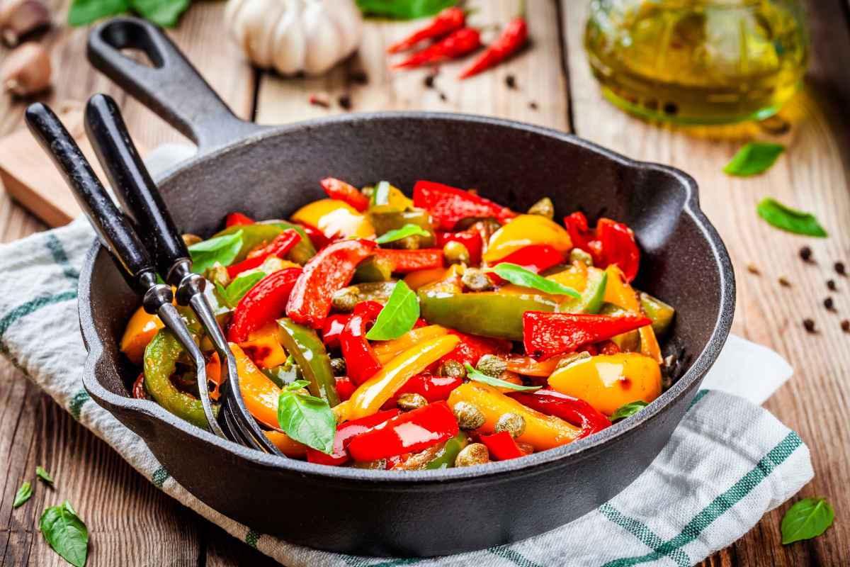 peperoni in padella con olive e capperi