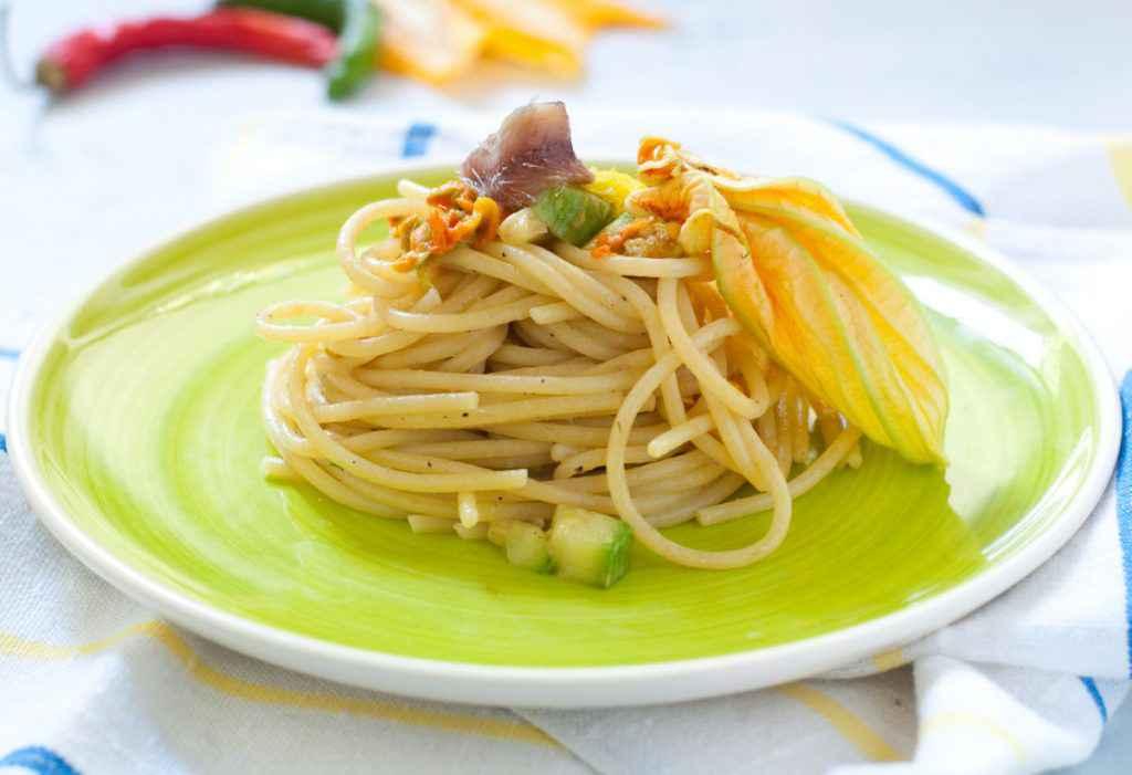 Spaghetti con i fiori di zucca