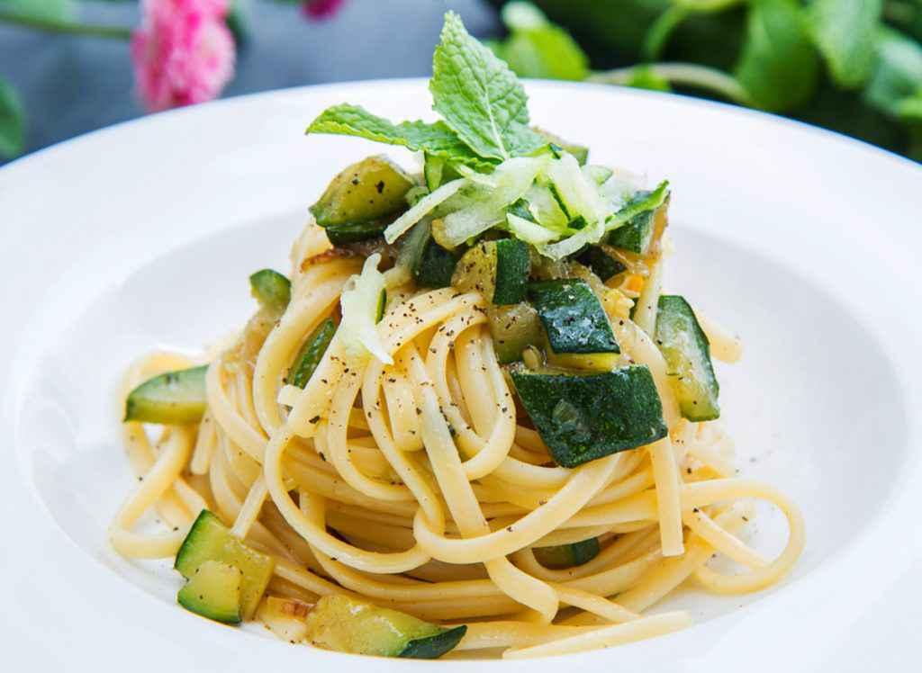 Pasta con zucchine: la ricetta cremosa e le varianti