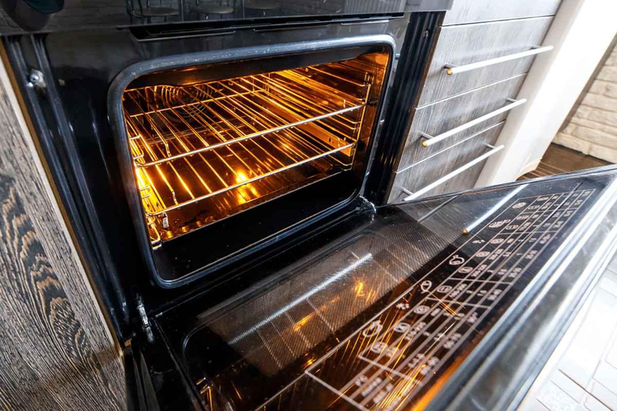 Come pulire il forno con i rimedi naturali