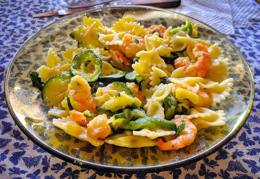 Pasta zucchine, gamberetti e zafferano