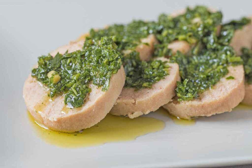 fettine di polpettone di tonno e ricotta con salsa verde