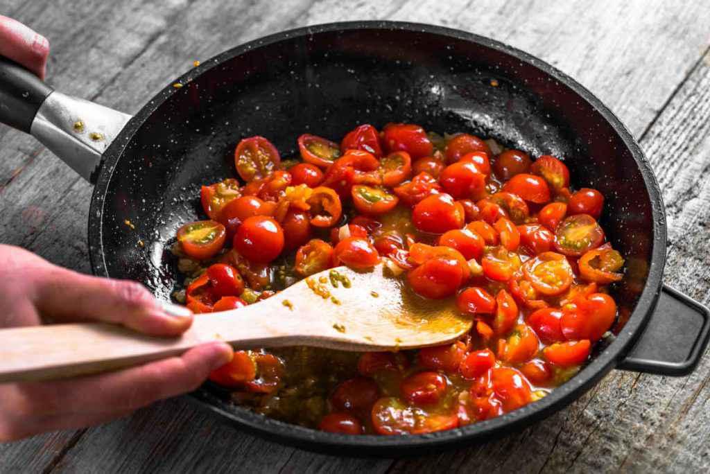 come si fa il sugo di pomodorini saltati in padella