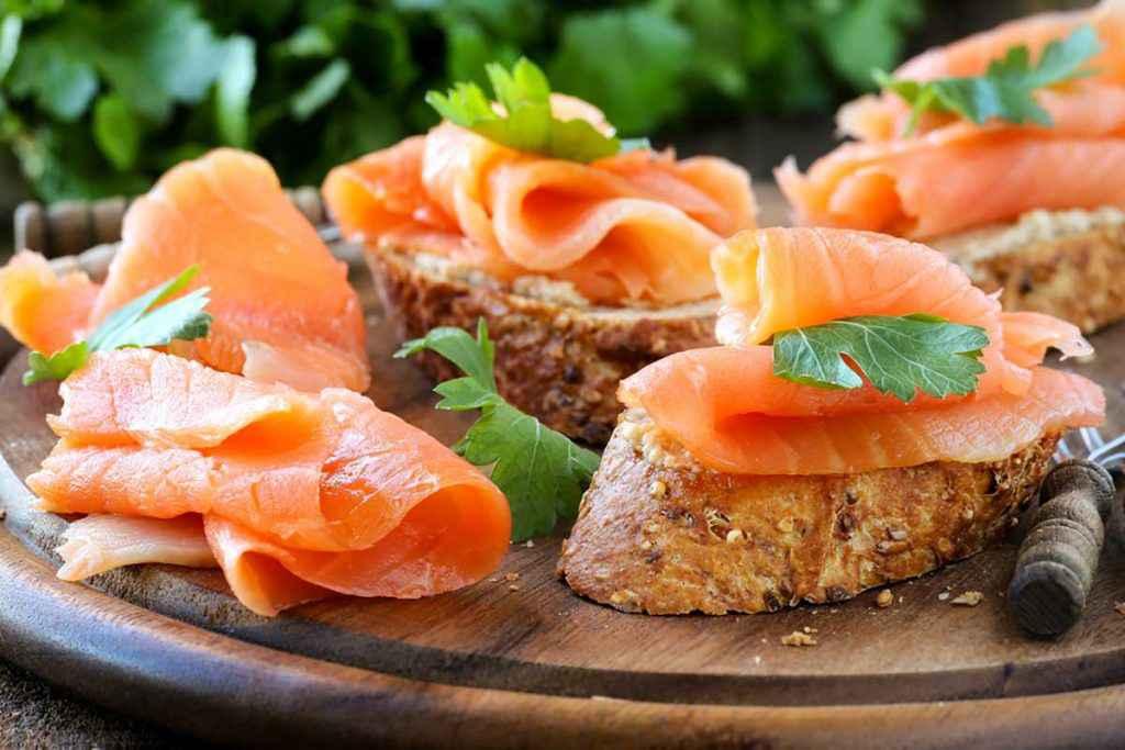 Crostini di salmone affumicato