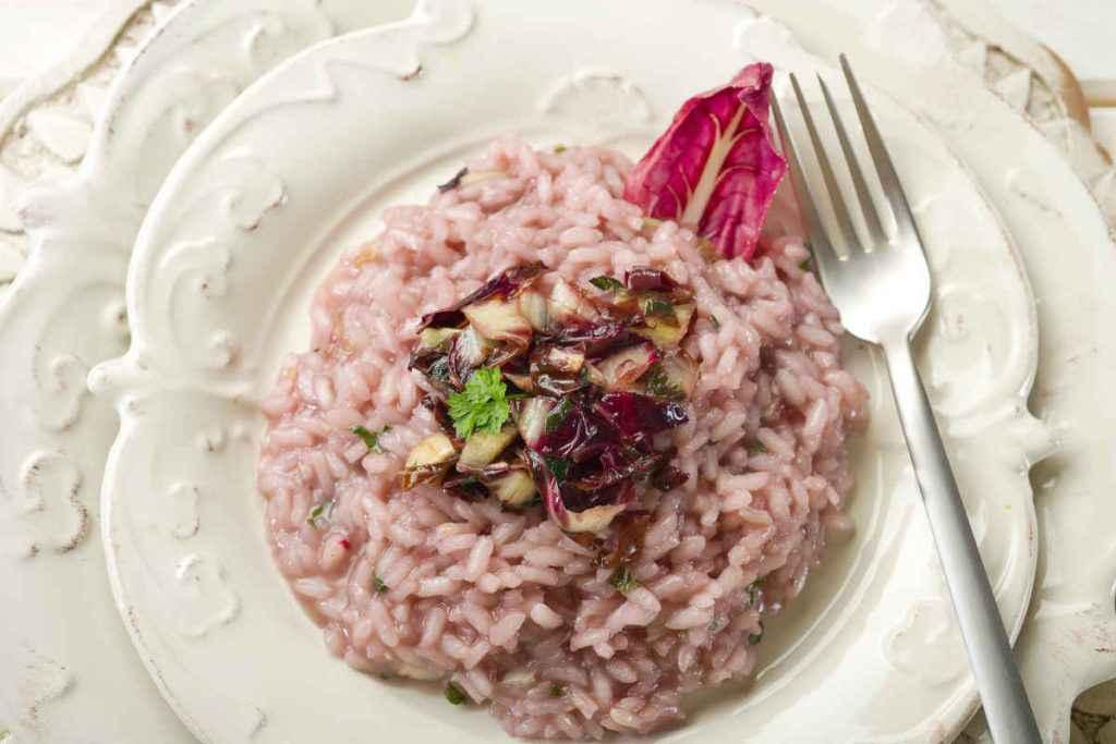 piatto con risotto radicchio e gorgonzola
