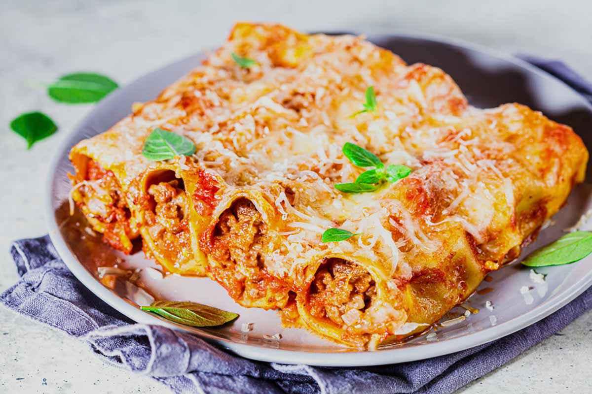 Cannelloni Di Carne La Ricetta Tradizionale E Le Varianti Veloci Buttalapasta