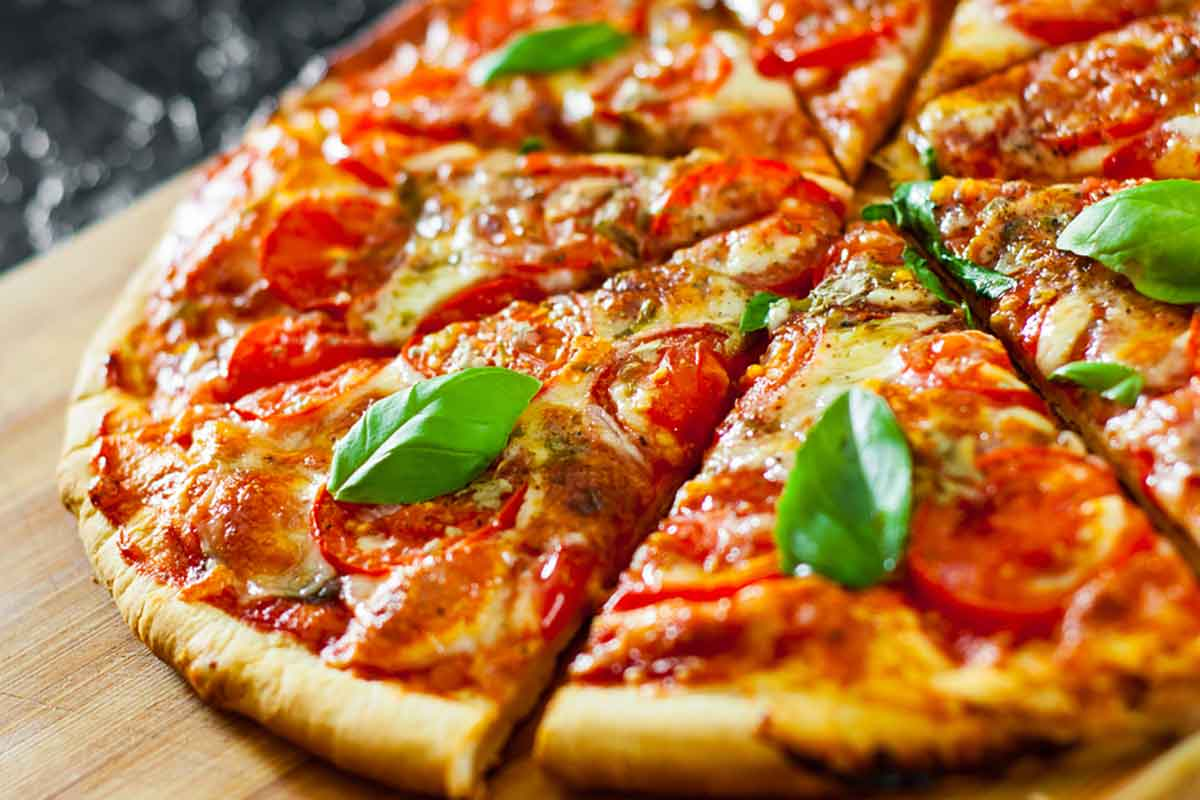 Come fare una pizza surgelata buona come quella della pizzeria in 3 mosse
