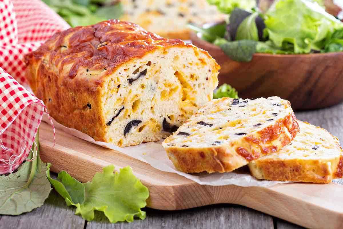 Plumcake alle olive e parmigiano