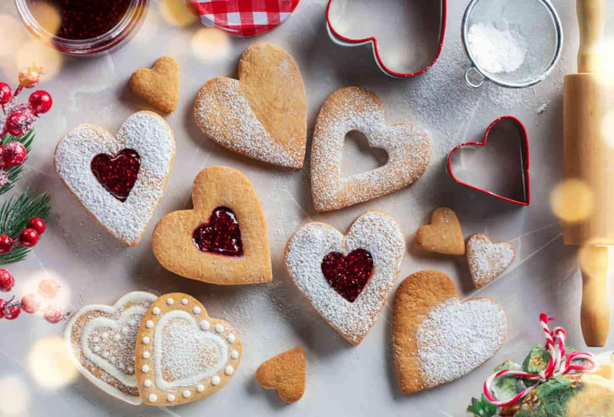biscotti san valentino a forma di cuore con ripieno di marmellata