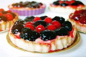 crostata con marmellata e frutta