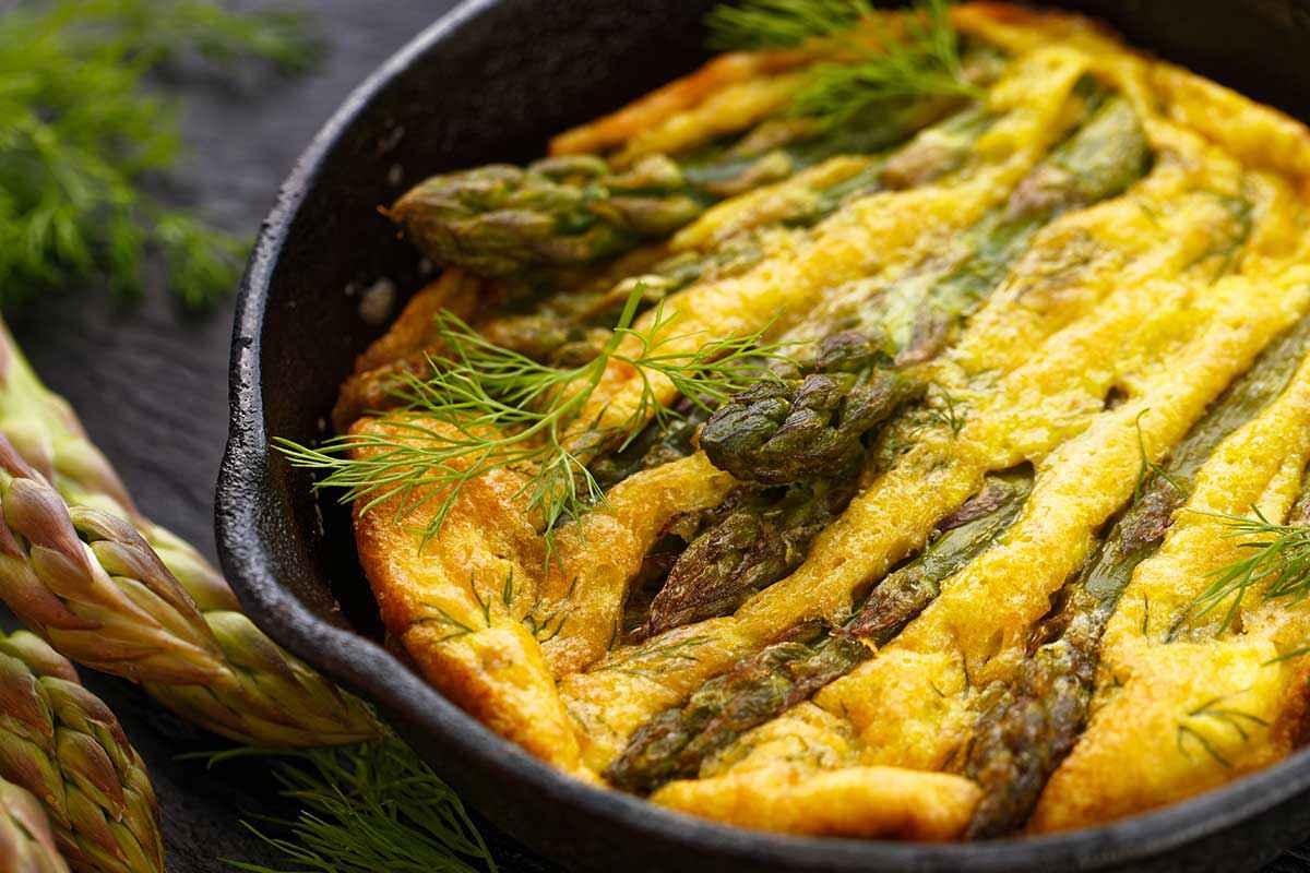 Ricetta Frittata Con Asparagi.Frittata Di Asparagi Ricetta Semplice Da Fare In Poco Tempo Buttalapasta