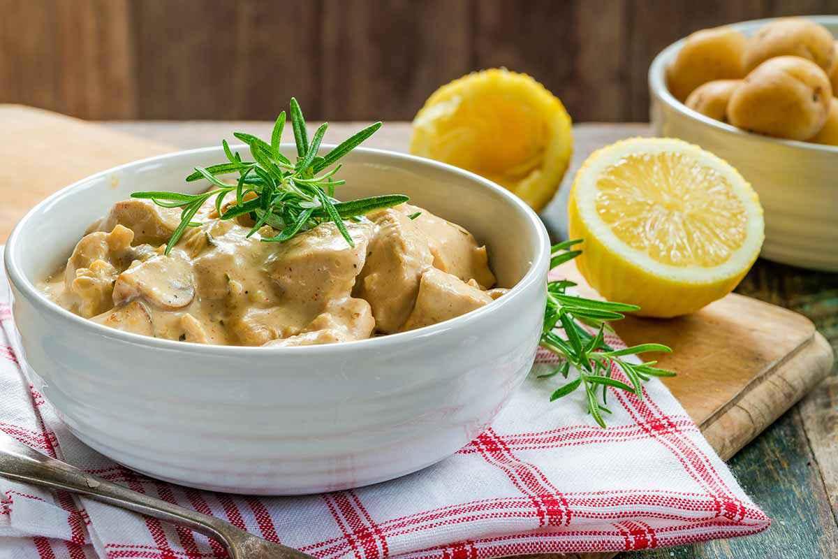 Bocconcini di pollo in padella con crema di limone