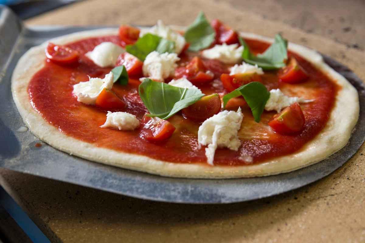 come cuocere la pizza sulla pietra refrattaria