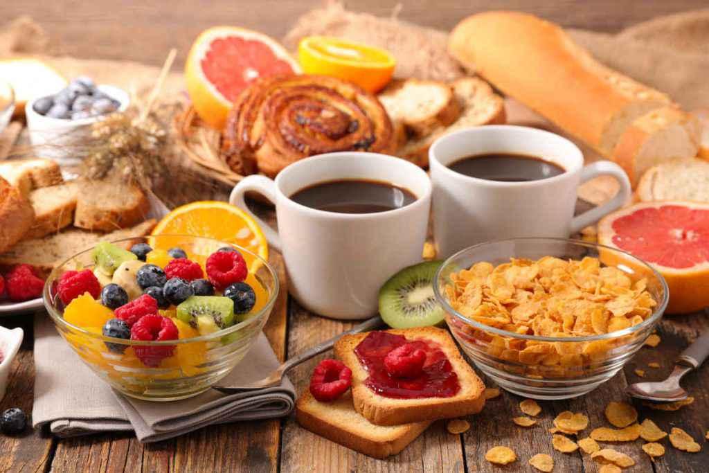 cosa mangiare a colazione salato dolce idee esempi plan settimanale