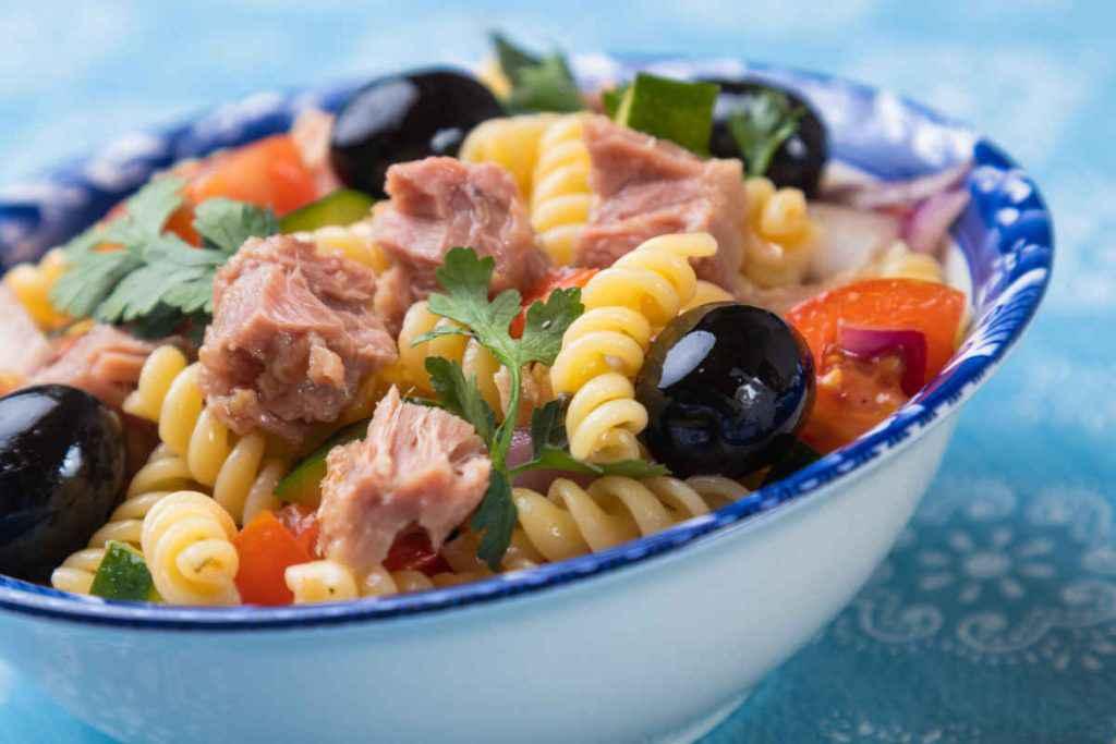 insalata di pasta con pesce
