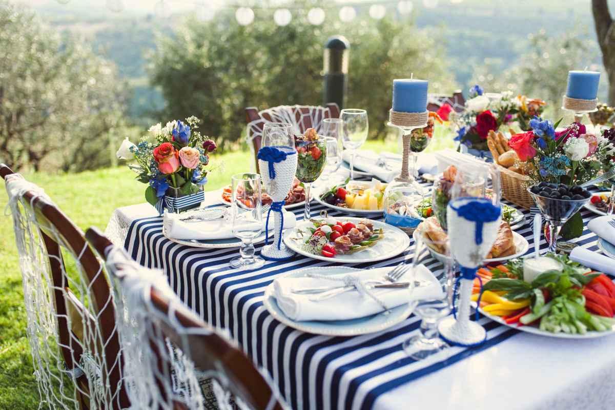 menu per la prima comunione tavola imbandita in giardino