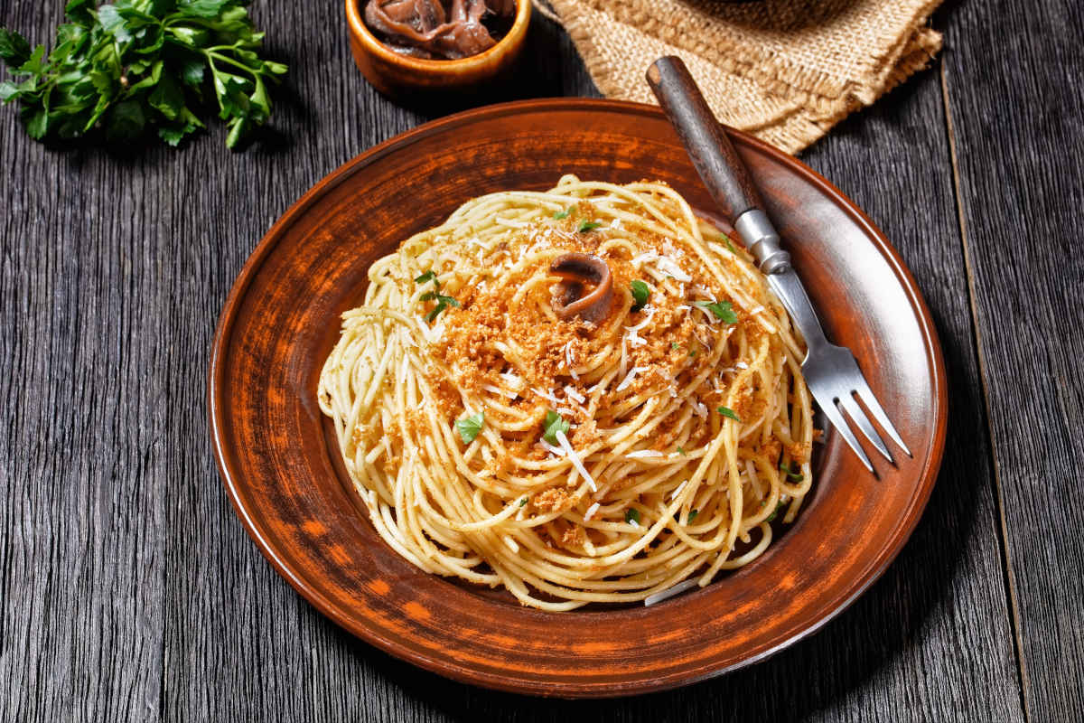 Pasta alla siciliana con pangrattato o mollica