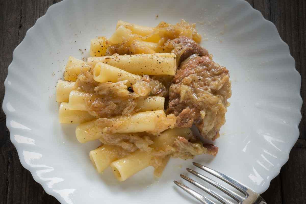 pasta genovese alla napoletana con cipolle