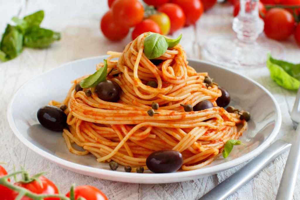 primi piatti napoletani spaghetti alla puttanesca
