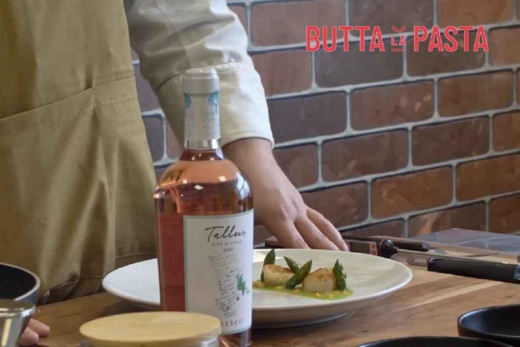 Tellus Rosè di Syrah Famiglia Cotarella con le capesante agli asparagi di chef Leonardo Perisse