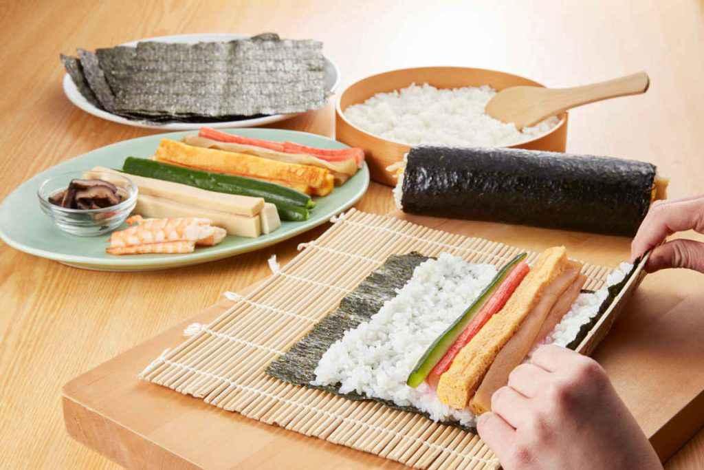 come arrotolare il sushi