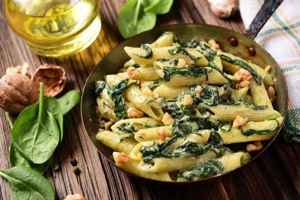 pasta con erbette spinaci e noci