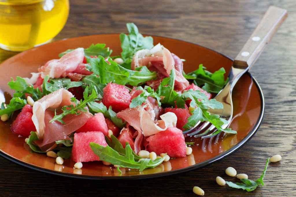 piatti estivi insalata di anguria e prosciutto crudo ricette ferragosto