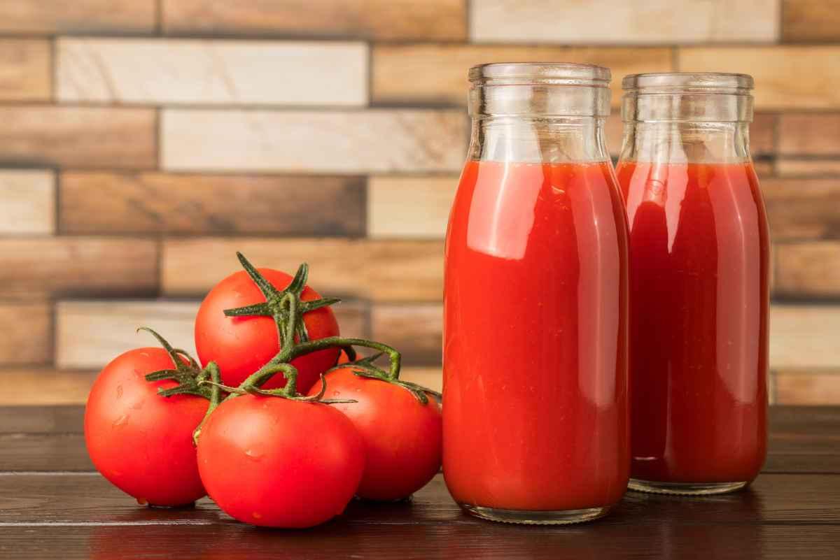 bottiglie di pomodoro fatte in casa