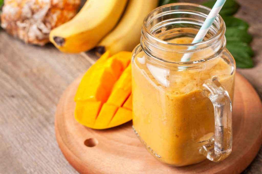 frullati di frutta con papaya ananas banana