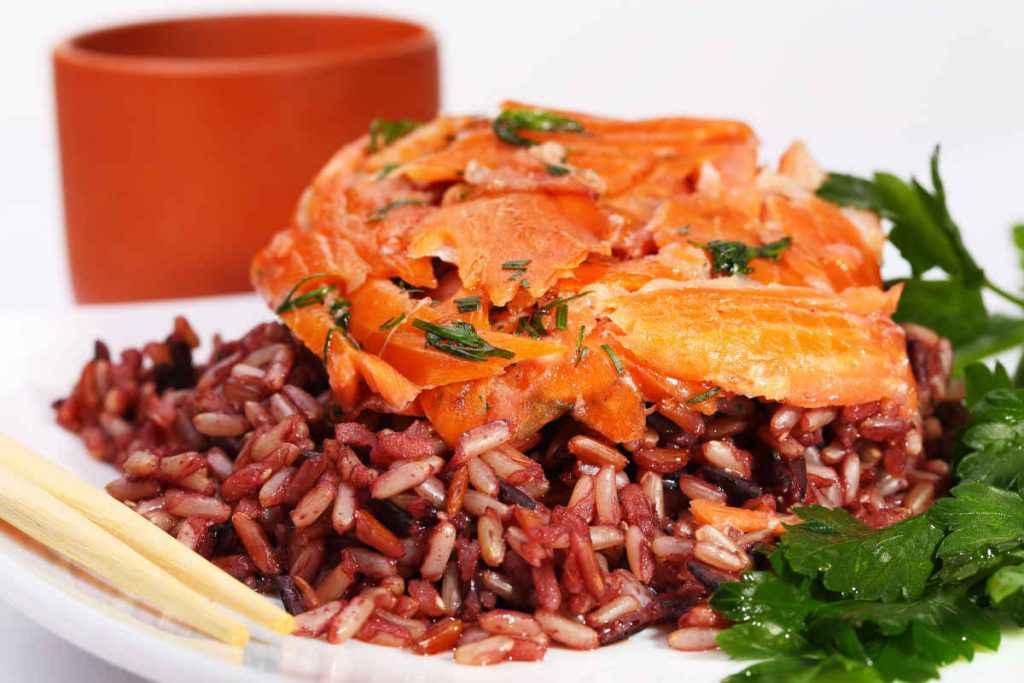insalata di pesce e riso rosso