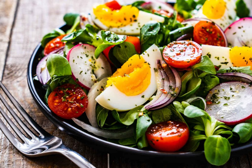 insalata mista pomodori e uova sode