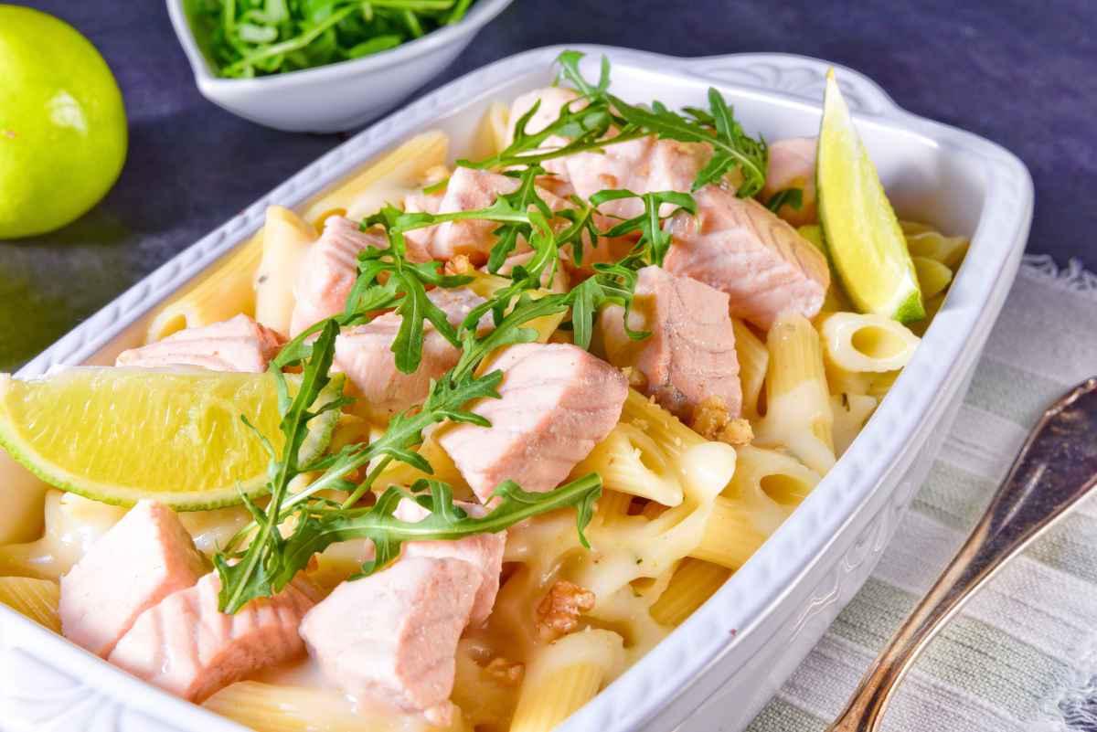 Pasta fredda con salmone e rucola