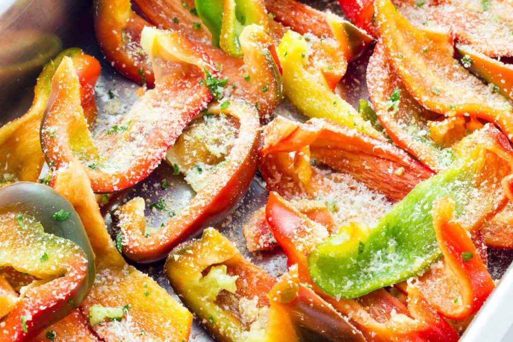 teglia con peperoni gratinati al forno