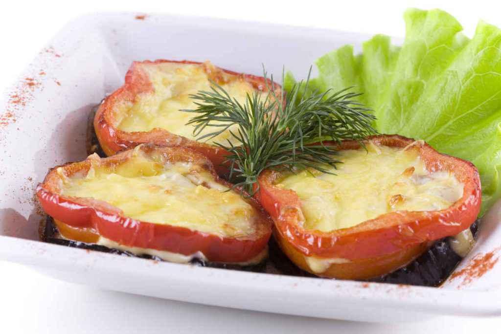 peperoni ripieni vegetariani con formaggio
