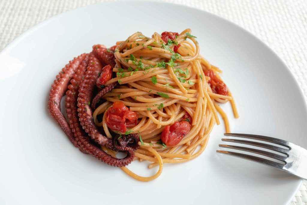 spaghetti alla procida con polpo e pomodorini