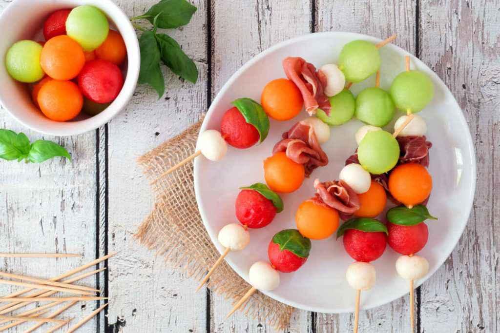 spiedini di frutta salati con anguria