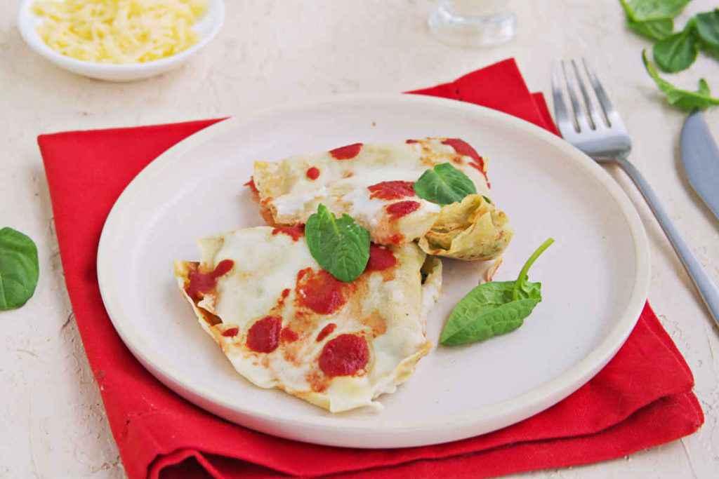 crespelle alla fiorentina con ricotta e spinaci besciamella e sugo di pomodoro