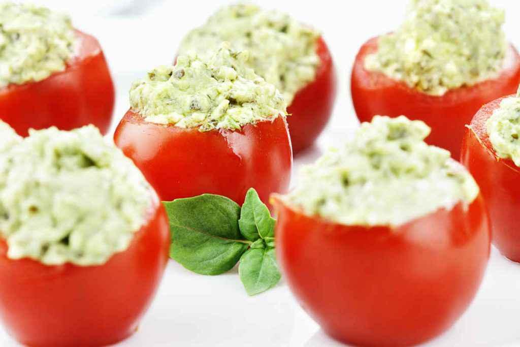 pomodori ripieni con crema di avocado