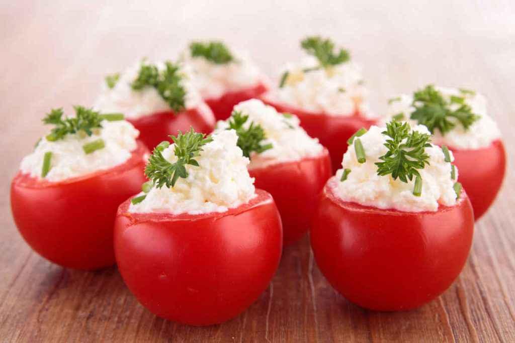 pomodorini ripieni con formaggio spalmabile