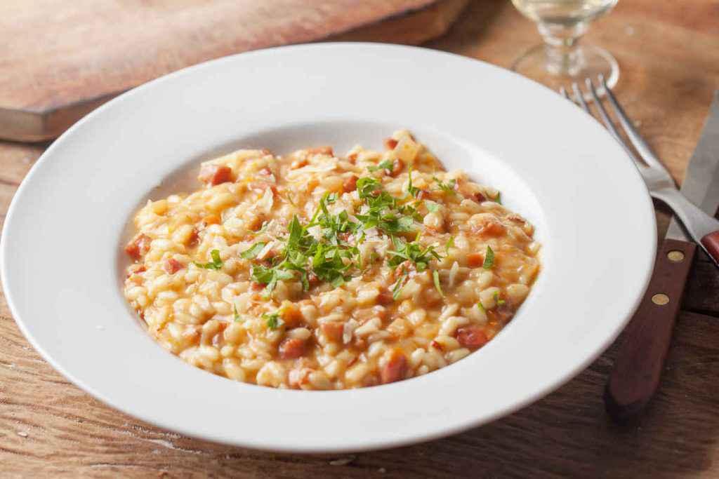 porzione di risotto alla salsiccia