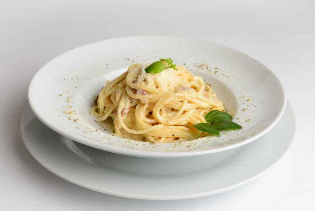 spaghetti provola mozzarella e prosciutto