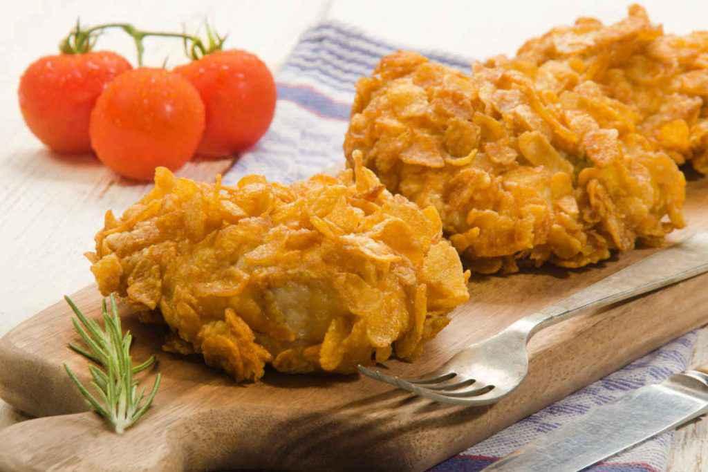 tagliere con bocconcini di pollo e corn flakes