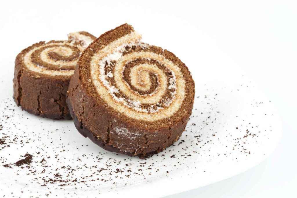 merendine girelle con pan di spagna al cacao e bianco