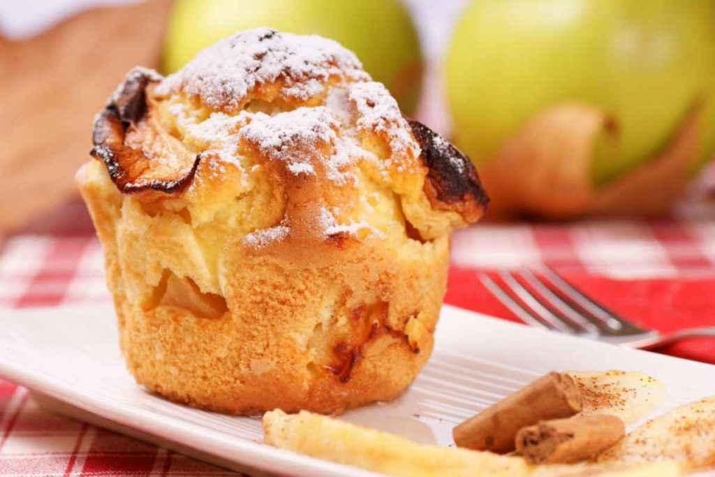 piatto con muffin alle mele