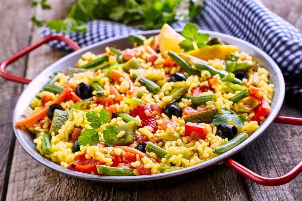 piatto di paella vegetariana
